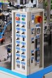 Panel de control de un gabinete eléctrico del dispositivo de distribución Fotos de archivo libres de regalías