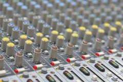 Panel de control del mezclador de sonidos foto de archivo