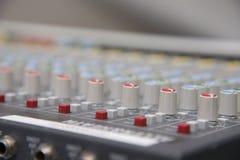 Panel de control del mezclador de sonidos imagenes de archivo
