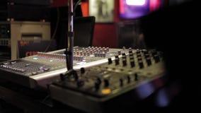 Panel de control del mezclador sano de la música