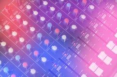 Panel de control del mezclador sano de la música para la canción de la grabación del ingeniero de sonido y del músico Fotografía de archivo