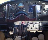 Panel de control en un avión Imagenes de archivo