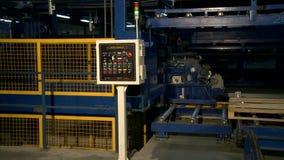Panel de control industrial moderno en tienda almacen de video