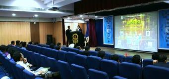 panel för öppning för diskussionsmumbainitie arkivfoton