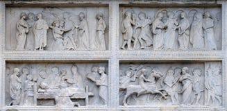 Panel med episoder av livet av St Geminiano, Modena domkyrka, Italien fotografering för bildbyråer