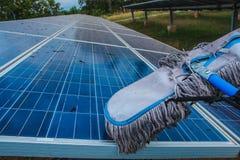 Panel słoneczny, alternatywny elektryczności źródło - pojęcie podtrzymywalni zasoby, To słońce tropi systemy, Czyści fotografia stock