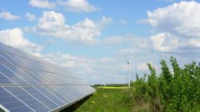 panel słoneczny i wiatrowy generator zdjęcie wideo