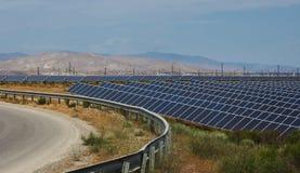 Panel słoneczny odpowiadają z chmurnym niebem fotografia stock