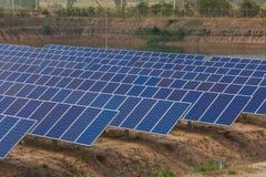 Panel słoneczny tropi systemy, Energetyczna władza w Thailand Zdjęcie Stock