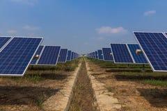 Panel słoneczny tropi systemy, Energetyczna władza w Thailand Zdjęcia Royalty Free