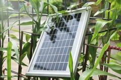 Panel słoneczny używają w domu na wsi obraz royalty free
