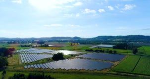 Panel słoneczny w widok z lotu ptaka zbiory wideo