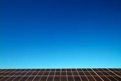 Panel słoneczny przeciw niebieskiemu niebu Obrazy Royalty Free