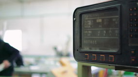 Panelen av apparater av produktionmaskinen på fönsterfabriken 4K arkivfilmer