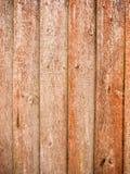 Paneler av det wood staketet utanför i trädgård Arkivfoton