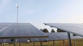 Paneler för sol- energi stock video