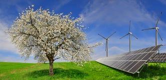 Paneler för sol- energi med vindturbiner Royaltyfria Foton
