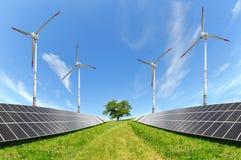 Paneler för sol- energi och vindturbiner Royaltyfri Fotografi