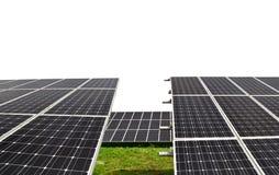 Paneler för sol- energi på vit bakgrund Arkivbild