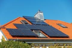 paneler roof sol- fotografering för bildbyråer