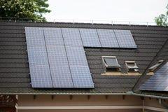 paneler roof sol- Royaltyfri Foto