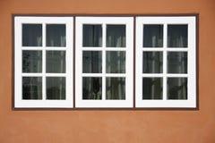 Panelframdel för tre vit av huset Arkivfoto