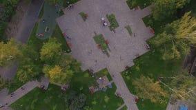 Panelu słonecznego drzewo w centrum Zhytomyr zbiory wideo