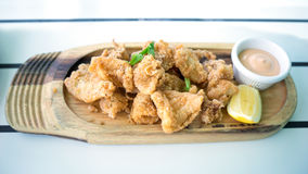 Panerade djupa Fried Baby Squid Entree royaltyfria bilder