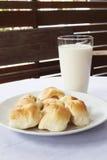 Panes con leche Fotografía de archivo