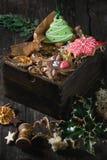 Panes de jengibre modelados hechos a mano de la Navidad Fotos de archivo
