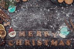 Panes de jengibre y café por Años Nuevos o la Navidad Fotos de archivo libres de regalías