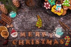 Panes de jengibre y café por Años Nuevos o la Navidad Fotografía de archivo libre de regalías