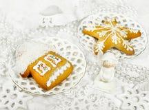 Panes de jengibre y decoración de la Navidad Fotografía de archivo libre de regalías
