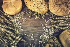 Panes del pan y de los rollos de pan Fotografía de archivo libre de regalías