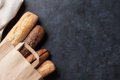 Panes mezclados en la tabla de piedra Fotografía de archivo libre de regalías