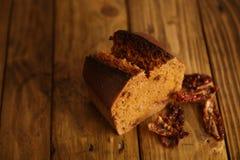 Panes mezclados hechos en casa presentados para la venta Foto de archivo libre de regalías