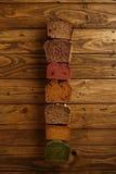 Panes mezclados hechos en casa presentados para la venta Imagen de archivo