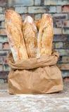 Panes rústicos cocidos frescos del pan en bolsas de papel Fotografía de archivo libre de regalías