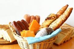 Panes, salchichas y queso con el fondo blanco Imagen de archivo libre de regalías