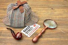Panettiere Street Signboard, Sherlock Holmes Cap, tubo di fumo e mA fotografia stock libera da diritti