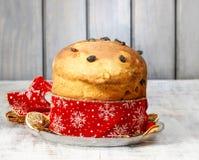 Panettone - gâteau italien traditionnel de Noël Photographie stock libre de droits