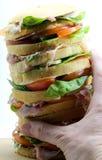 Panettone gastronomique géant comme un sandwich très énorme garni Images libres de droits