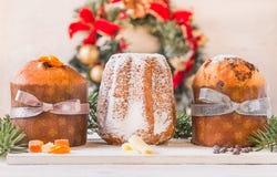 Panettone i pandoro bożych narodzeń tradycyjny włoski tort zdjęcie stock