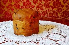Panettone italien de gâteau de fruit de Noël Photo stock