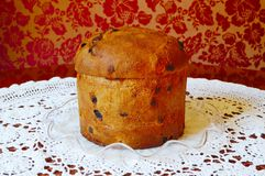 Panettone italien de gâteau de fruit de Noël Photographie stock libre de droits