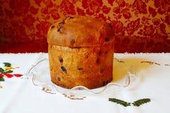 Panettone italien de gâteau de fruits secs de Noël Photographie stock libre de droits