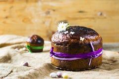 Panettone tradizionale di Pasqua o kulich russo Immagini Stock