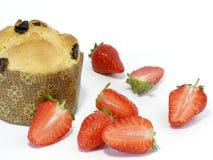 Panettoni und Erdbeeren Lizenzfreie Stockfotos