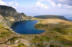 Paneurhythmy e rim do lago na montanha de Rila em Bulgária Fotografia de Stock Royalty Free