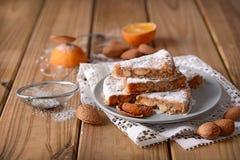Panforte di Siena - il Natale italiano tradizionale agglutina con il almo Fotografia Stock Libera da Diritti